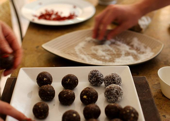 dusting-coconut-protein-balls